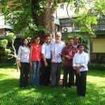 Facultad y Personal de la Universidad de Sanata Dharma y ATMI-Solo en Indonesia diseñando el curso, Enero de 2012. Foto de: Sanata Dharma University/ATMI-Solo
