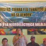 Representantes de la comunidad presentan sus preocupaciones sobre la propuesta represa hidroeléctrica Xalalá en septiembre de 2010 que inundarán las mejores tierras en 58 comunidades indígenas de Q'eqchi y algunos de los más pobres en el país. En octubre de 2012, las comunidades indígenas se reunieron con gobierno y presentaron sus razones para oponerse a la construcción de la presa en un foro público, pero gobierno es proceder a una segunda llamada a licitación en enero de 2013. Foto de: nisgua.blogspot.com