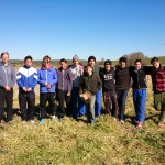 Plantadores de árboles de estudiante del colegio San Ignacio de College Riverview
