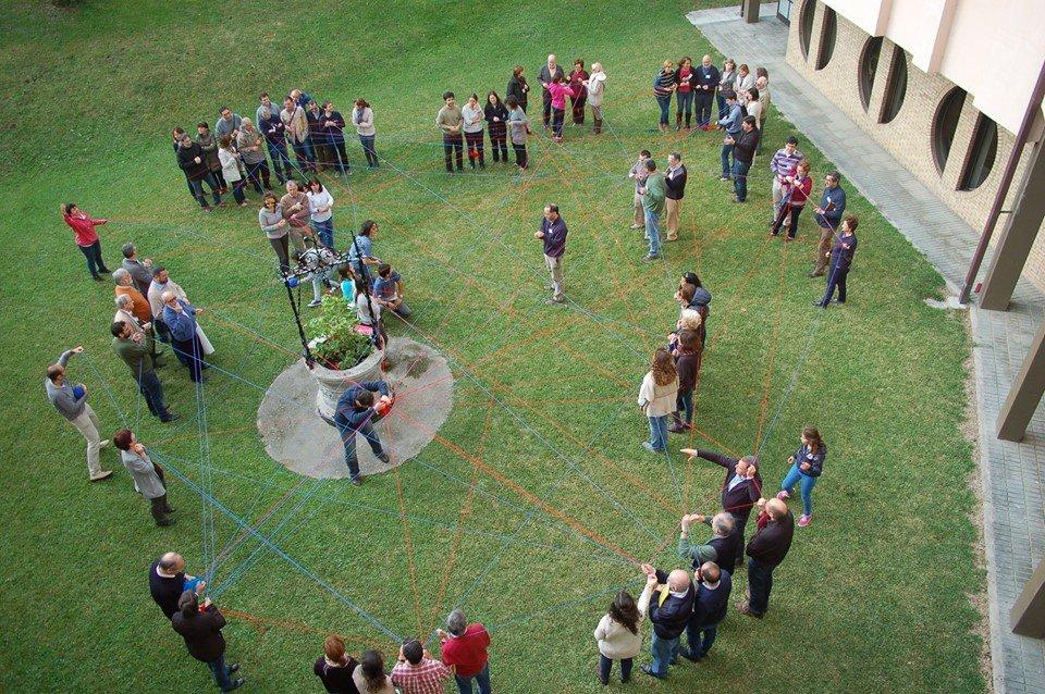 Miembros de comunidades cristianas locales se organizan y debaten cómo vivir de forma ecológica en su realidad local