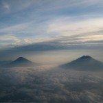 Tiro agradable y tranquila de los volcanes de Indonesia. Foto de: P Walpole
