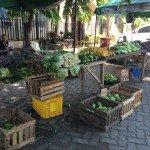 Mercado dominical de frutas y verduras orgánicas de pequeños productores en la parroquia de la Archidiocesis de Cagayan de Oro en el norte de Mindanao, Filipinas. Foto de: S Miclat