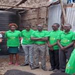 JASCNET proporcionó un gran tanque para el Centro de Aprendizaje Puerta Alta, una escuela en un asentamiento urbano informal de Nairobi, Kenia que compra agua para sus necesidades de limpieza y de cocina en el programa de alimentación.  La escuela ahora puede utilizar el tanque grande para la cosecha de agua de lluvia y el almacenamiento de agua para sus necesidades. Foto de: JASCNET