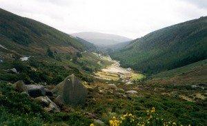 Glendalough, la vallée des deux lacs. Crédit photo: commons.wikimedia.org
