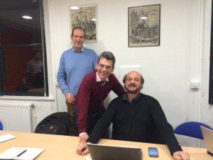 Une discussion informative sur les 20 ans des négociations de la COP et des 30 ans d'études scientifiques sur le changement climatique avec (de droite à gauche) le Professeur Hervé Le Treut, Jean-Charles Hourcade, et Bertrand Hériard Dubreuil, SJ, Directeur du CERAS