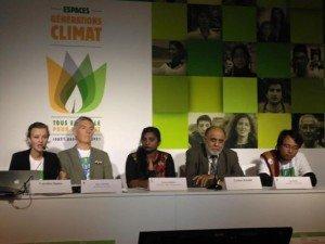 Bâtir le plaidoyer et le mouvement, Jeûne pour le climat, avec Yeb Saño (à l'extrême droite) partage son expérience en tant que pèlerin de la justice climatique