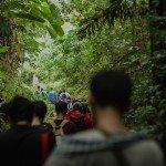 Scolastiques et frères Jésuites réunis à Leyte, aux Philippines, après avoir visité les régions ravagées par Haiyan, engageant des conversations directement avec les communautés locales, les gouvernements locaux, et des groupes d'aide de l'Église, tout en apprenant à comprendre comment réagir en cas de catastrophe dans le cadre d'une écologie intégrante dans l'accompagnement des personnes vulnérables qui sont à la marge de la société. Crédit photo: Scholastic Harry Setianto Sunaryo, SJ