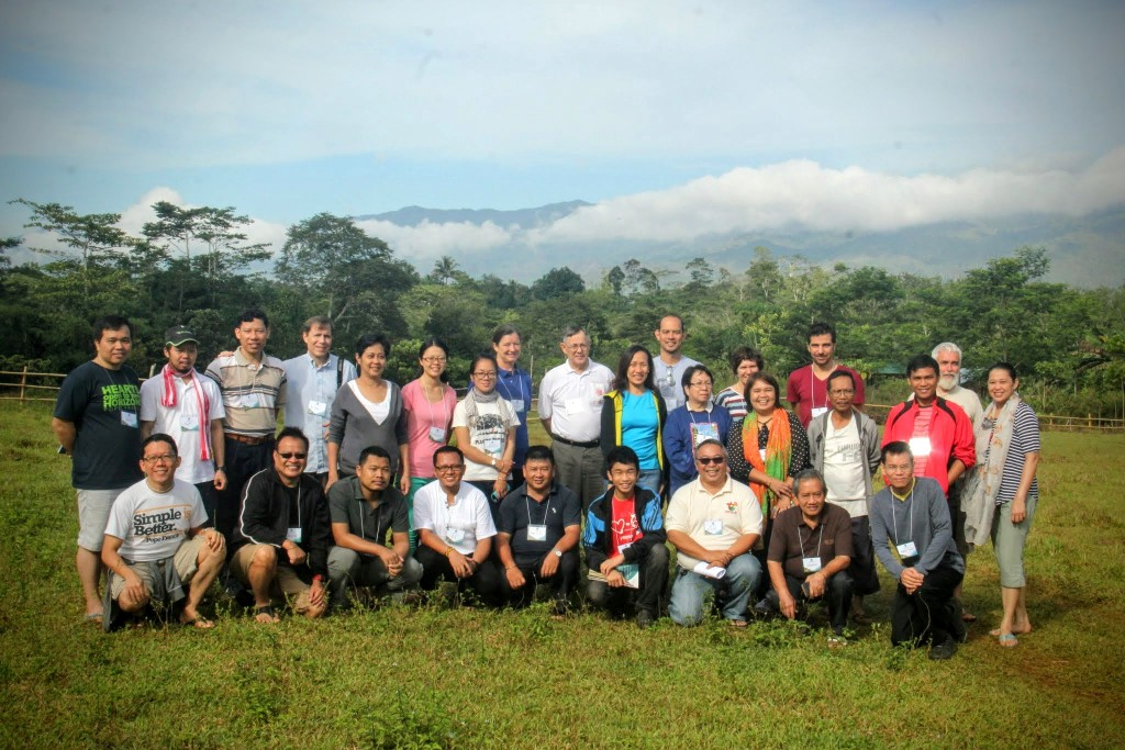 The JCAP workshop participants in Bendum with the Pantaron range as a backdrop, Dave is at the back row, 9th from left. Photo credit: A Ignacio