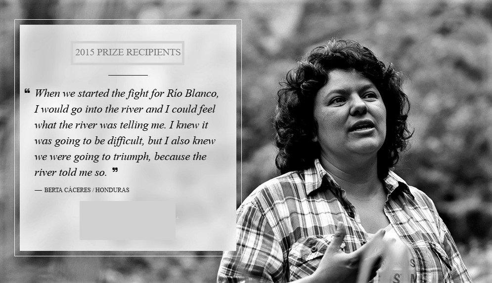 """Una vez recibido el Premio Ambiental Goldman 2015, Berta Cáceres (1973-2016) compartió que """"dar la vida en diversas formas para la protección de los ríos es dar la vida por el bienestar de la humanidad y del planeta."""" Fue asesinada un año más tarde. Foto de: sixdegreesnews.org"""