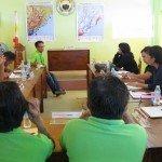 Réunion de la ESSC avec le personnel de DRR et SIG de l'administration locale de Hernani à Eastern Samar sur le travail collaboratif sur le renforcement des capacités. Crédit photo: ESSC