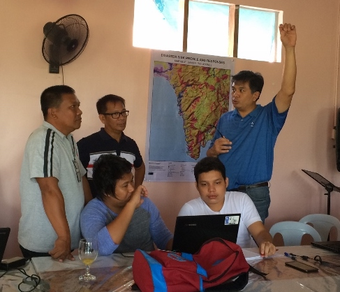 Explaining to local government trainees the importance of georeferencing existing maps (Photo credit: ESSC)