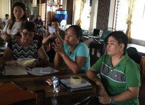 El personal del gobierno local de Marabut, Samar, que realizó la capacitación básica en SIG, tiene el reto de integrar la RRD en sus responsabilidades laborales en salud, trabajo social y otros servicios prestados a las personas. Foto de: ESSC