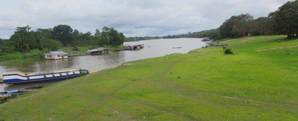 Vie communautaire et eau dans un village de Puerto Nariño, Amazonas, Colombie (Crédit photo: P Walpole)