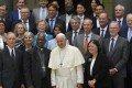 """""""Queridos amigos, ¡el tiempo apremia! Las reflexiones deben ir más allá de la mera exploración de lo que se puede hacer y enfocarse en lo que se necesita hacer, de hoy en adelante. No podemos permitirnos el lujo de esperar a que otros se adelanten, o dar prioridad a los beneficios económicos a corto plazo. La crisis climática requiere de nosotros una acción específica ahora mismo y la Iglesia está totalmente comprometida a hacer su parte."""" (Papa Francisco, 14 de junio de 2019) Foto de: Vatican Media"""